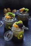 Świeży i zdrowy chia pudding w słoju z zdjęcie royalty free