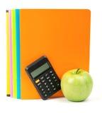 Świeży jabłko z ćwiczenie kalkulatorem i książkami Obrazy Stock