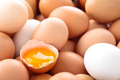 Świeży jajka tło Obrazy Royalty Free