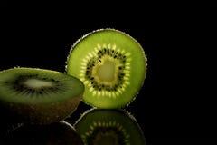 Świeży kiwi owoc chełbotanie w wodzie odizolowywającej Fotografia Royalty Free