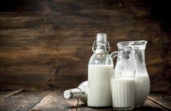 Świeży krowy mleko Obraz Royalty Free