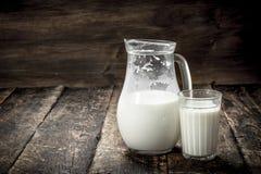Świeży krowy mleko Obrazy Royalty Free