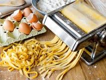 Świeży makaronu fettuccini domowej roboty. Zdjęcie Stock