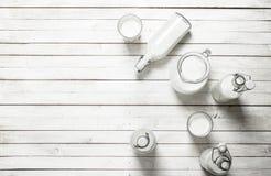 Świeży mleko w butelkach Zdjęcia Stock