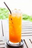 Świeży naciskający tangerine sok pomarańczowy Fotografia Royalty Free