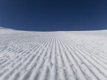 Świeży narciarski skłonu wczesny poranek Zdjęcie Royalty Free