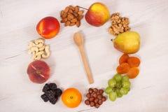 Świeży odżywczy jedzenie jako źródło naturalne kopaliny, witaminy i żywienioniowy włókno, zdrowy odżywiania pojęcie zdjęcie stock