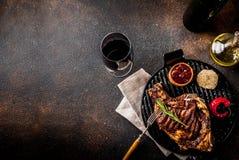 Świeży piec na grillu mięso obrazy royalty free
