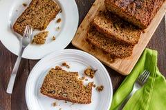 Świeży Piec Zucchini i Cynamonowy chleb Fotografia Stock