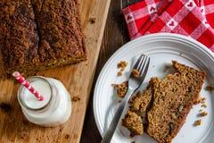 Świeży Piec Zucchini i Cynamonowy chleb Zdjęcie Stock