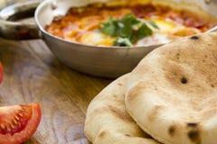 Świeży pita chleb z Shakshuka - smażący jajka z pomidorem, czerwony animusz Zdjęcie Royalty Free