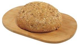 Świeży pokrojony chleb na drewnianej desce odizolowywającej na bielu Fotografia Stock