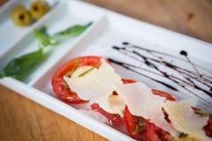 Świeży pomidorów, basilu, czosnku i parmesan ser, Zdjęcie Royalty Free