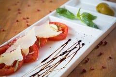 Świeży pomidorów, basilu, czosnku i parmesan ser, Obraz Stock
