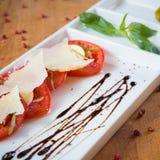 Świeży pomidorów, basilu, czosnku i parmesan ser, Obraz Royalty Free