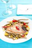 świeży przygotowany stku tuńczyka warzyw whith fotografia stock