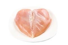 Świeży serce kształtował skinless kurczak piersi mięso na talerzu Obrazy Royalty Free