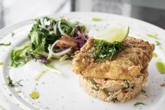 Świeży smażący powyginany dorsza lata lekkiego lunchu rybi polędwicowy posiłek fotografia royalty free