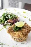 Świeży smażący powyginany dorsza lata lekkiego lunchu rybi polędwicowy posiłek zdjęcia royalty free