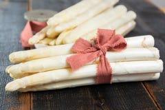 Świeży smakowity biały asparagus, sezonowy warzywo, nowy żniwo, ponowny fotografia stock
