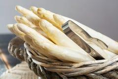 Świeży smakowity biały asparagus, sezonowy warzywo, nowy żniwo, ponowny obrazy stock