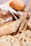 Świeży smakowity mieszany chlebowy plasterek piekarni bochenek Obrazy Stock