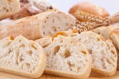 Świeży smakowity mieszany chlebowy plasterek piekarni bochenek Zdjęcia Royalty Free