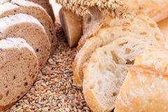 Świeży smakowity mieszany chlebowy plasterek piekarni bochenek Zdjęcie Royalty Free