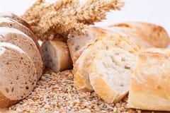 Świeży smakowity mieszany chlebowy plasterek piekarni bochenek Zdjęcia Stock