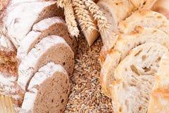 Świeży smakowity mieszany chlebowy plasterek piekarni bochenek Obraz Royalty Free