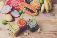Świeży soku Smoothie z tropikalnymi owoc Zdjęcia Stock