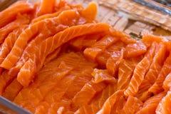 Świeży surowy łososia cięcie w paski dla Japońskich rolek Obraz Royalty Free