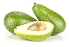Świeży surowy gładki avocado odizolowywający na bielu zdjęcia royalty free