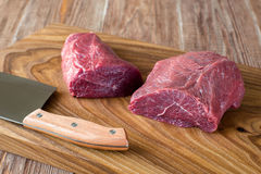 Świeży surowy mięso na ciapanie desce dwa peece wołowina Zdjęcie Royalty Free