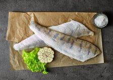 Świeży surowy rybi przepasuje zdjęcie royalty free