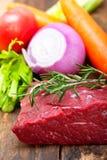 Świeży surowy wołowiny rżnięty przygotowywający kucharz Fotografia Royalty Free