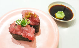 Świeży suszi na stole z wasabi zdjęcie royalty free
