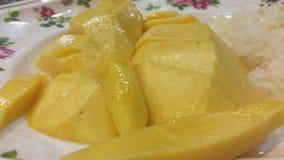 Świeży tajlandzki żółty mangowy tło, wiruje, zakończenie w górę zbiory wideo