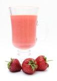Świeży truskawkowy milkshake na bielu Obraz Stock
