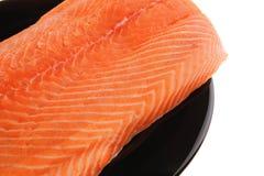 Świeży uncooked czerwony rybi polędwicowy na czerni Obrazy Stock