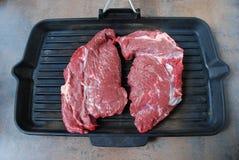 Świeży wołowina stek na grillu Obrazy Royalty Free