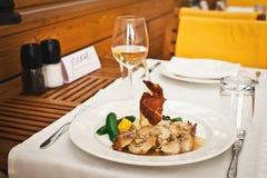 Świeży zdrowy jedzenie z chiken i warzywa Zdjęcie Stock