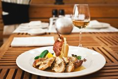 Świeży zdrowy jedzenie z chiken i warzywa Zdjęcia Stock