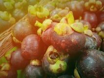 Świeży zielony mangostan w lokalnym rynku w Tajlandia fotografia stock