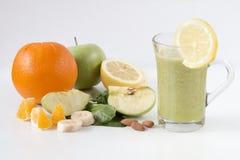 Świeży zielony zdrowy smoothie z owoc i warzywo Zdjęcia Royalty Free