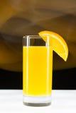 Świeży, zimny sok pomarańczowy na lodowym zakończeniu, Fotografia Stock