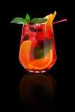 Świeży zimny tropikalny koktajl nad czarnym tłem Zdjęcie Royalty Free