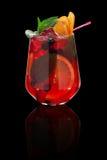 Świeży zimny tropikalny koktajl nad czarnym tłem Fotografia Stock