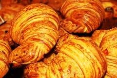 Świeżych francuskich croissants zamknięty up Fotografia Stock