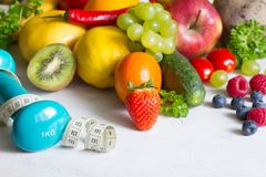 Świeżych owoc i yvegetables życia stylu sprawności fizycznej zdrowy karmowy pojęcie obraz royalty free
